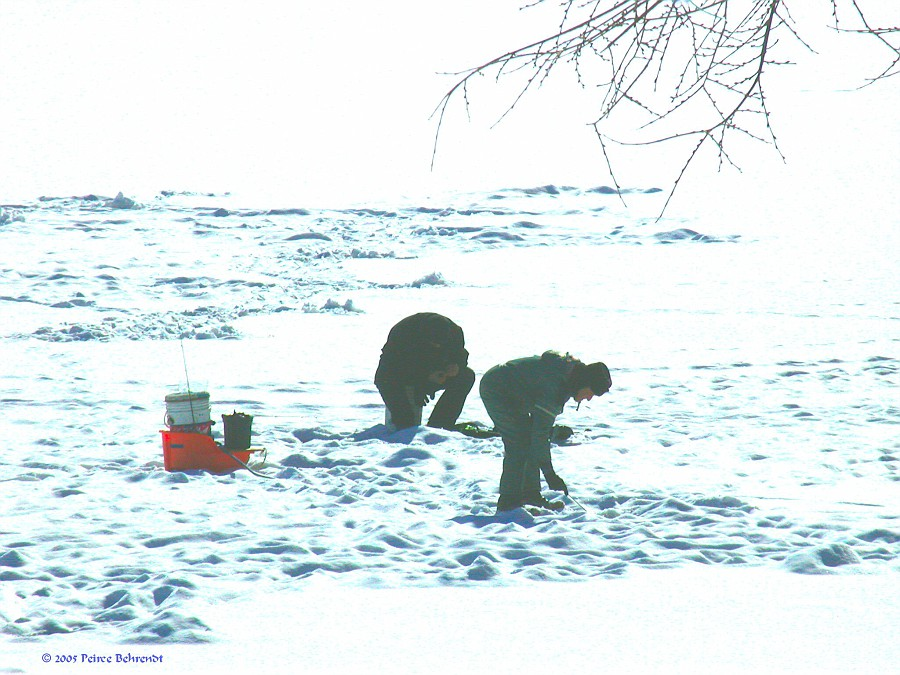 01-27-05 Ice fishermen 3