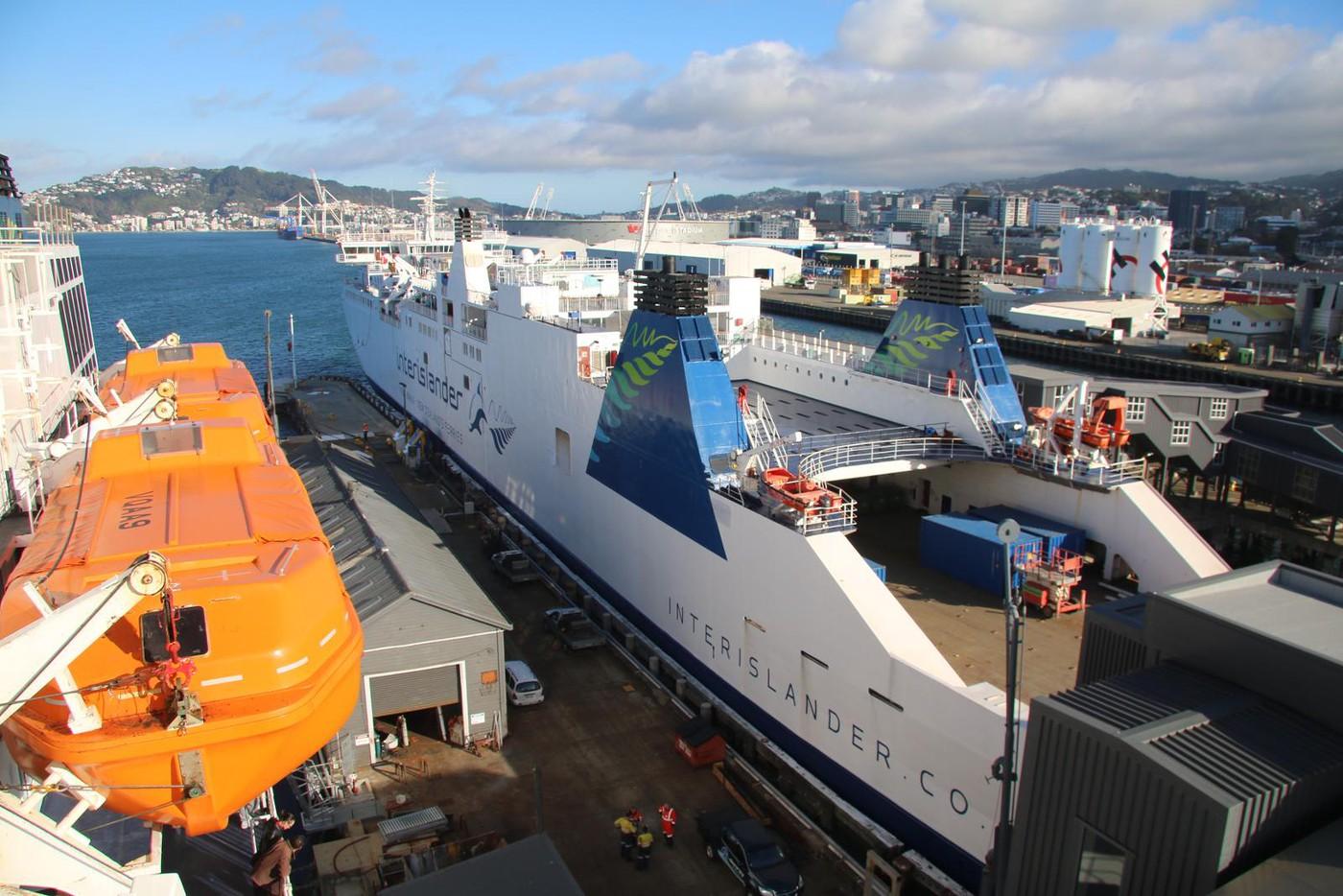fthina ferries