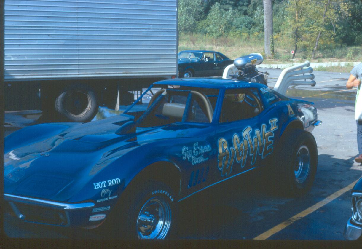 Bob Perry 'Fugitive' Corvette wheelstander LL OCT 1970.JPG