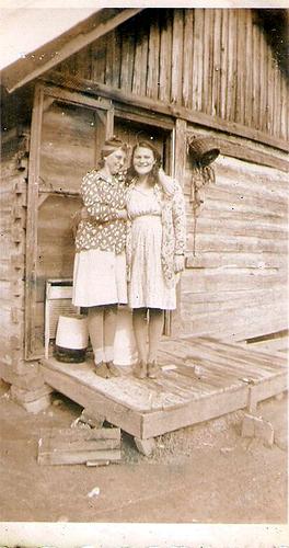 39-Mamaw Aree and Great Grandma Peal Riggs-Moffett