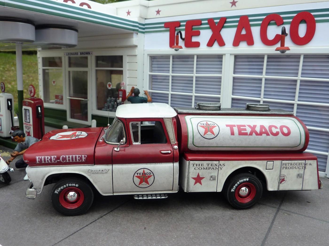 Chevy pickup 60 citerne texaco terminé - Page 3 Photo21-vi