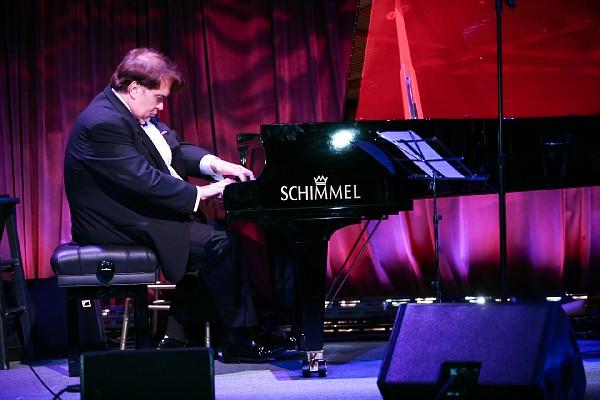 Dr Roger Hanwehr pianoforte (2).jpg