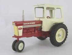 Ertl-IH-560-Cab-Repaint-LF