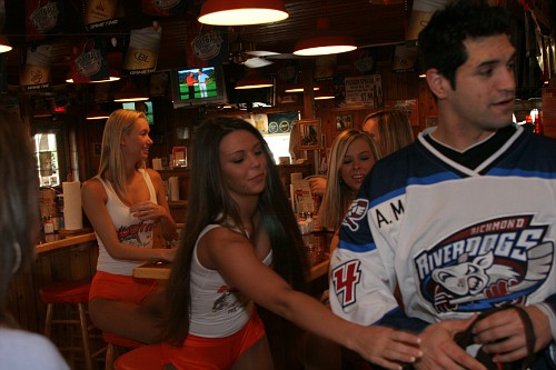 060105 Hooters 0002