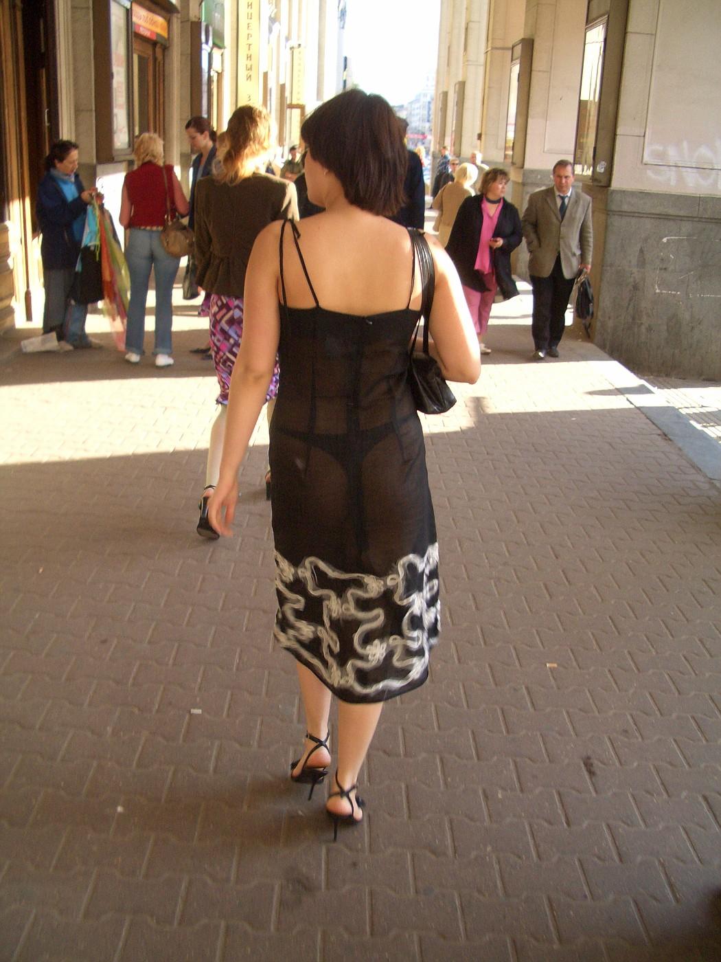 Девки в прозрачном на улице — 15