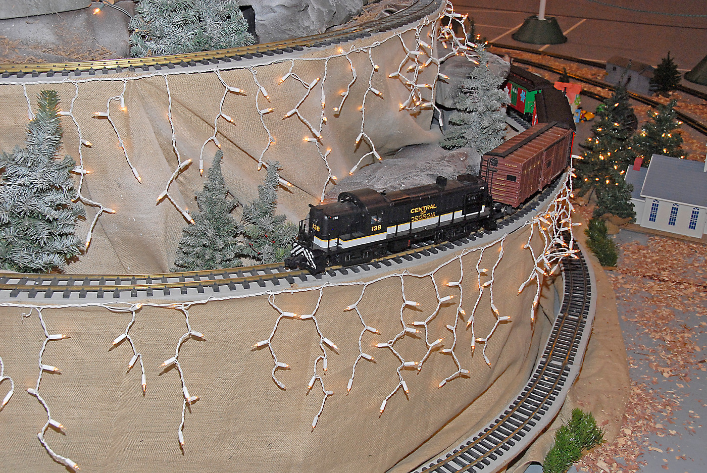 Holiday Toy Trains 2013 073