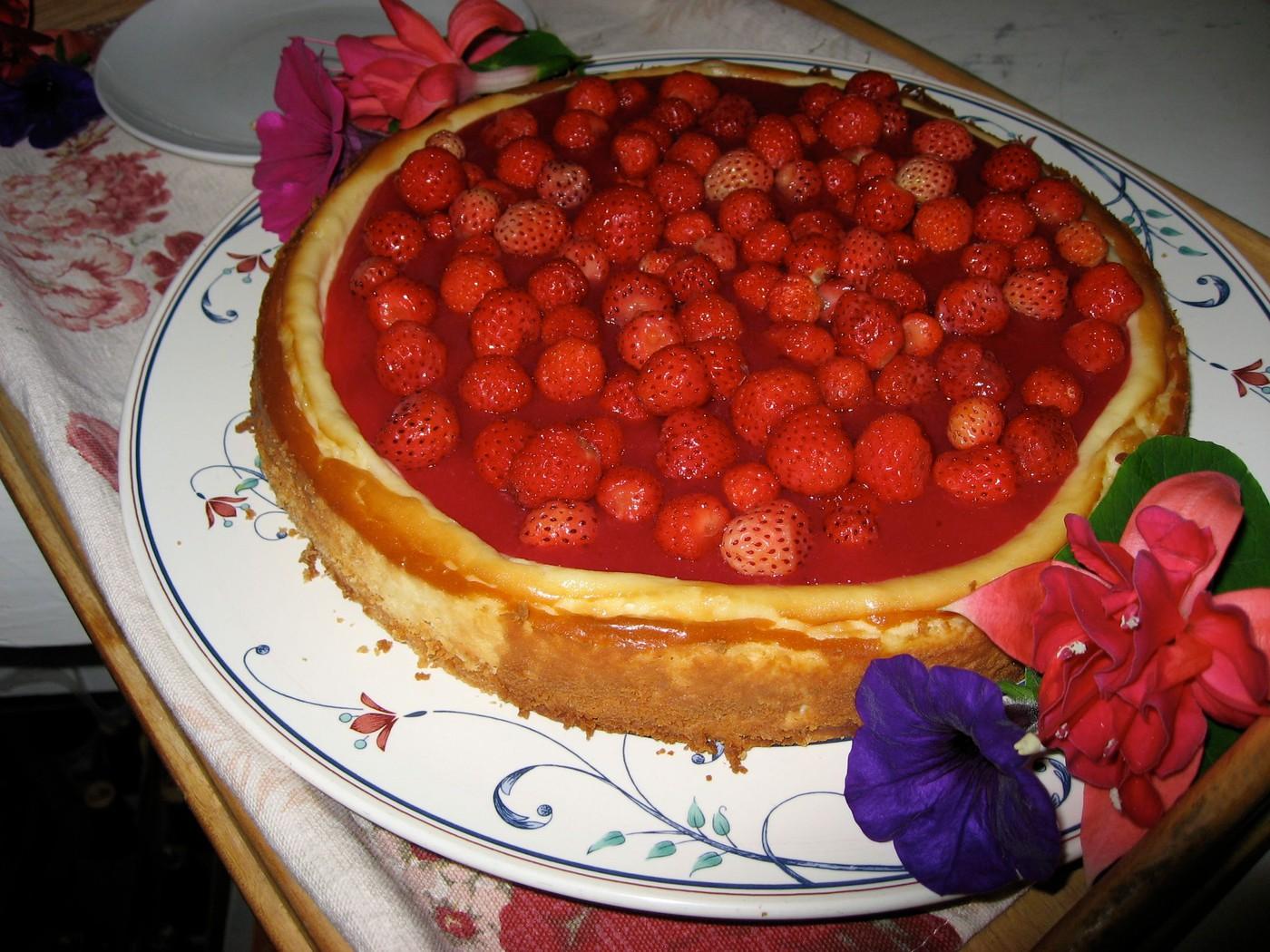 Wild strawberry cheesecake