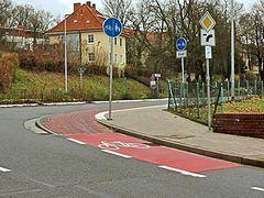 Sehr kurzer Geh-/Radweg