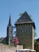 Wehrturm und St. Sturmius-Kirche