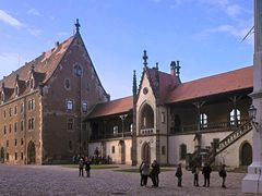 Kornhaus mit Verbindungsgang zur Burg