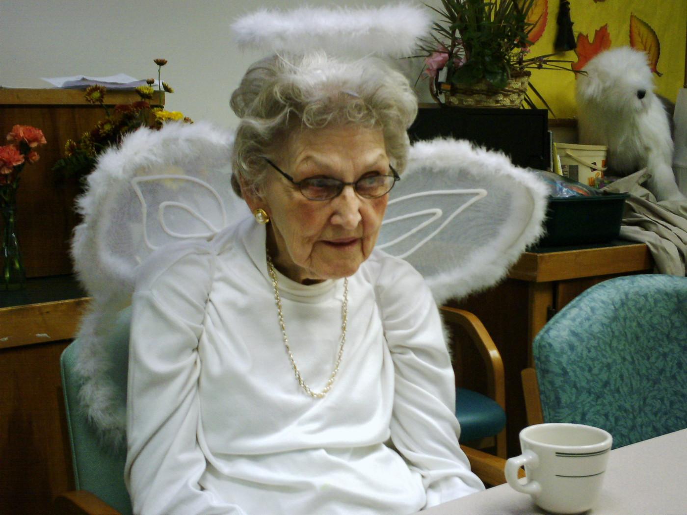 20061031 Respite Halloween Clara