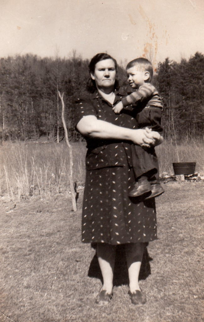 """Edna Marie (ANDERSON) Foust (1904-1970), wife of Parlon D. """"Frosty"""" Foust (1903-1947), who was killed in the coal mine accident at Dean, Scott County, TN.Her grandson, Ray Pergram."""